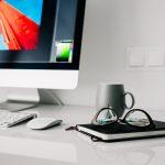 ¿Cómo elegir el escritorio adecuado y qué postura mantener en él?