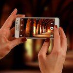 Recurso para hacer mejores fotos y grabar mejores vídeos incluso con un móvil: música, luz y edición