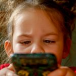 Cuida el contenido que ven tus hijos en el móvil
